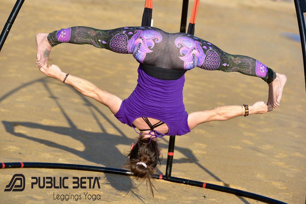 FlyHighYoga porte les leggings Yoga Public Beta
